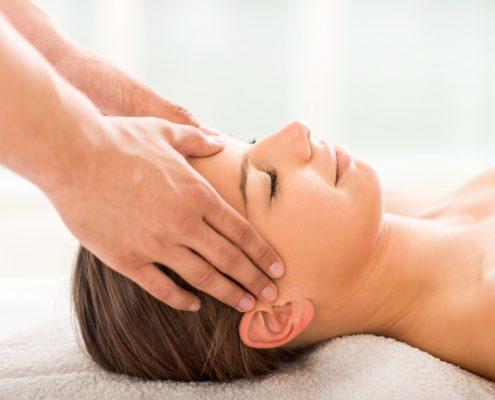Massage gegen Kopfschmerzen